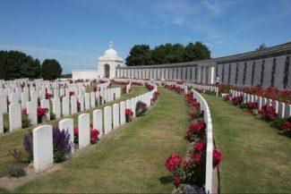 Tyne-Cot-Battlefields-Belgium-09-©-PT-Wilding-1-e1541585435138-524x350